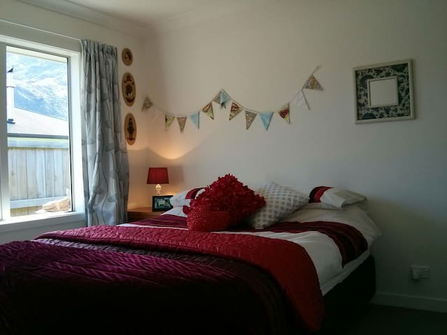 Single room, Peaceful Suburb 6km from town - Queenstown - Bed & Breakfast
