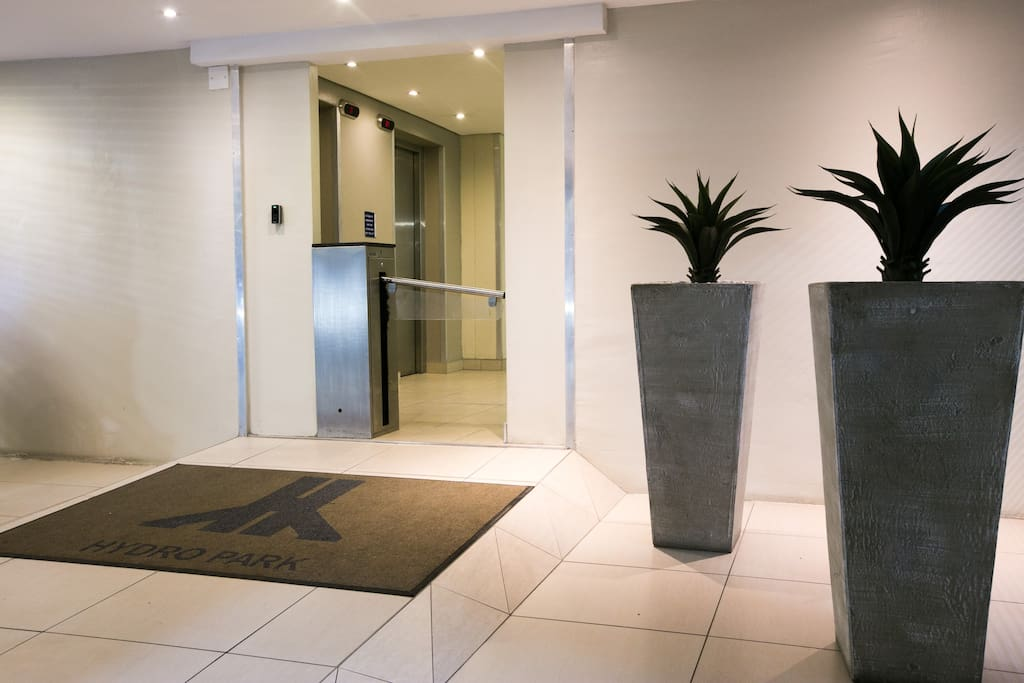 Lobby, Access controlled Entrance