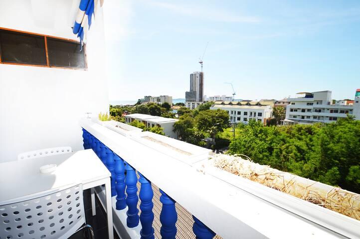 New Modern Seaview - 4 person - Balcony ★★★★★