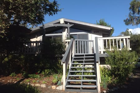 Cambria Artist's Cottage - Cambria