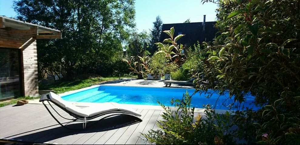 Maison au calme piscine jardin 1700m2  près Disney