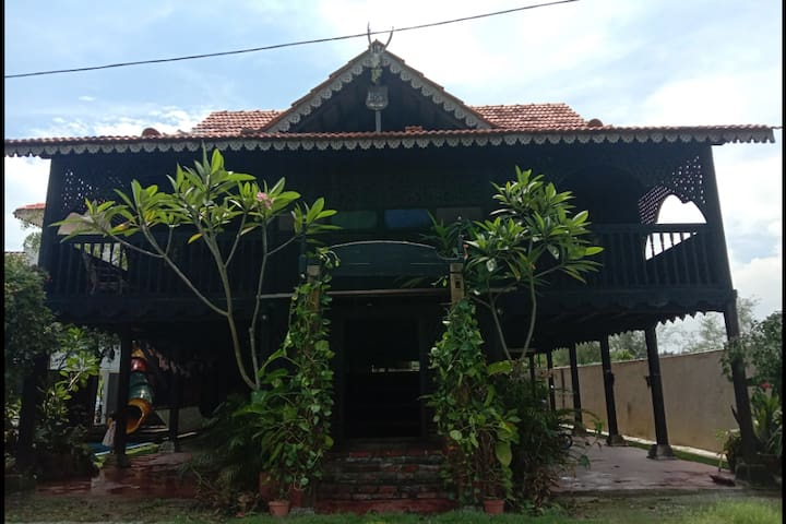 Dangau Panggung Pak Din K.K - old kampung house