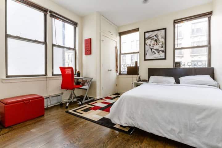 Modern Room in Huge Apartament in Manhattan