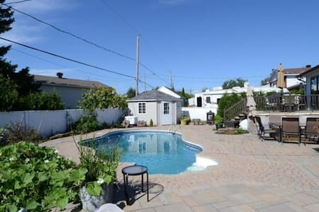 BEAUTIFUL FAMILY HOUSE WITH SWIMMING POOL - NEAR MONTRÉAL