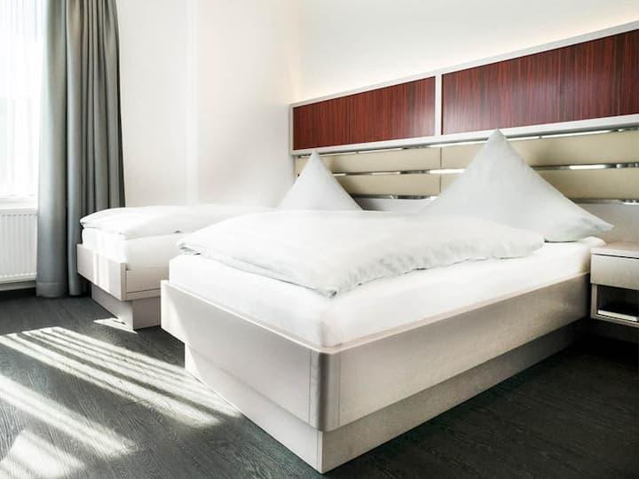 Hennedamm Hotel, (Meschede), Standardzimmer, mit Dusche/WC, max. 2 Personen