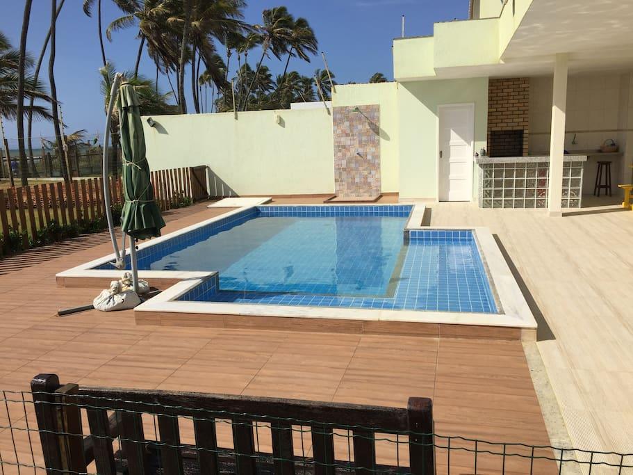 Deck da piscina, Churrasqueira, Lavabo piscina e chuveirão