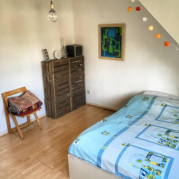 Ruhiges Schlafzimmer zum Innenhof