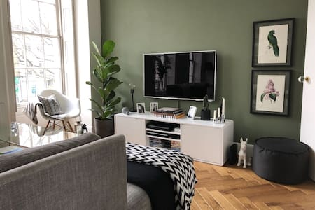 Stylish and Spacious Georgian 2-bed near Centre
