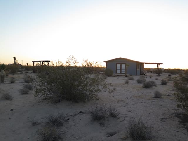 Cozy Ranch Homestead Cabin - Joshua Tree - Srub