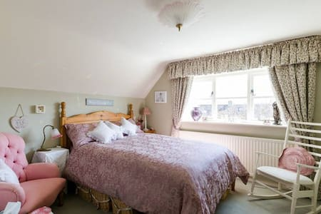 Winchcombe ~ Beautiful Double Room with a View - Winchcombe