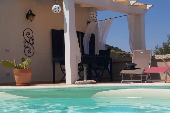 Maison vue mer-colline /piscine privative/pétanque
