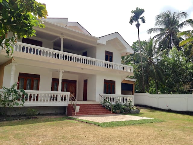 White villa A/C near airport 4 bdrs