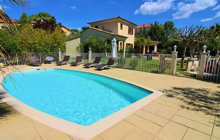 Villa piscine au calme proche d'Ajaccio