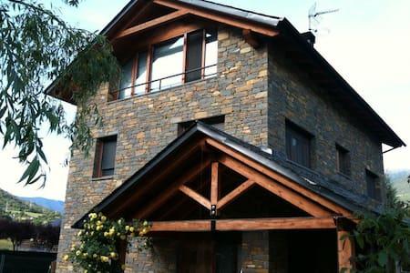 Habitación  suite en xalet en Sort - Chalé