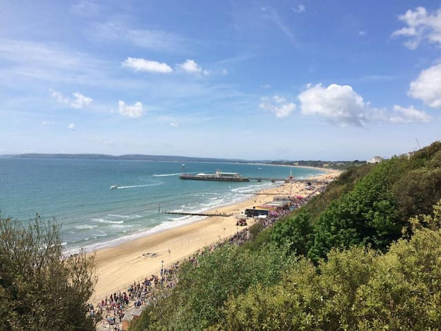 Beach Retreat close to everything in Bournemouth