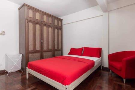 曼谷以利亚华人民宿 @温馨大床房 - พญาไท