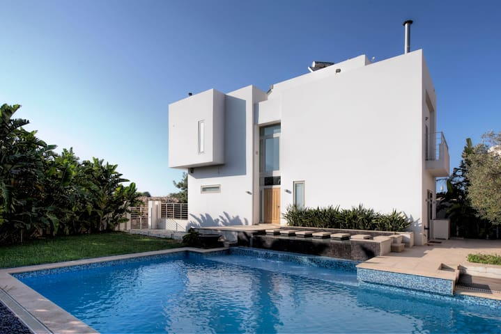 Luxury 3 Bedroom Villa with Private Swimming Pool - Is-Swieqi - Villa