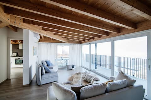 Spacious and bright attic with terrace and AC