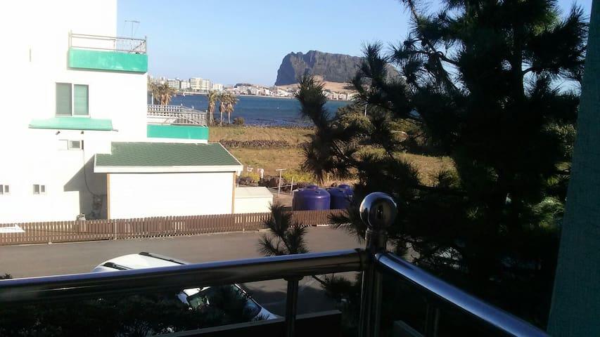 성산일출봉 제주여행 - 서귀포시 성산읍 한도로116 - Dom