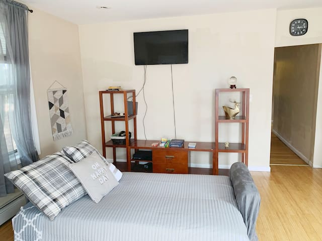 🏠 NICE! Two Bed Apt  - 20 Min Ferry ⛵ to City!