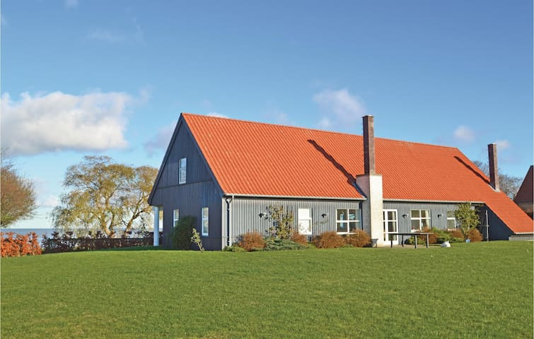 Holiday cottage with 2 bedrooms on 118m² in Bandholm