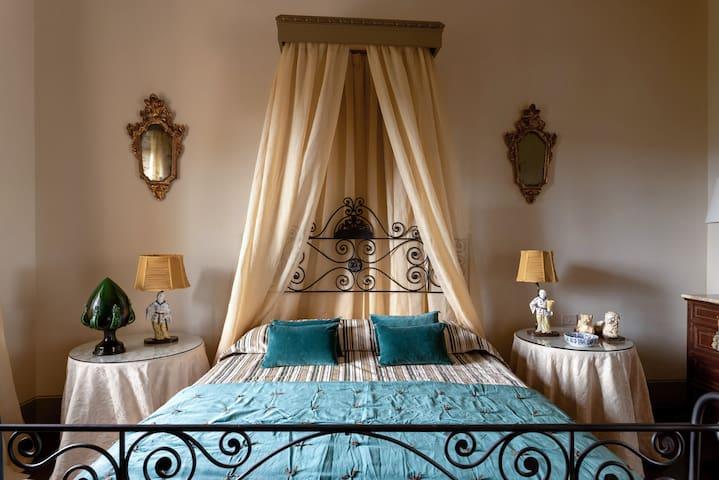 Spavaća soba 12