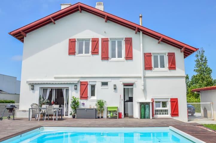 Villa Basque à 800m de la plage et du golf