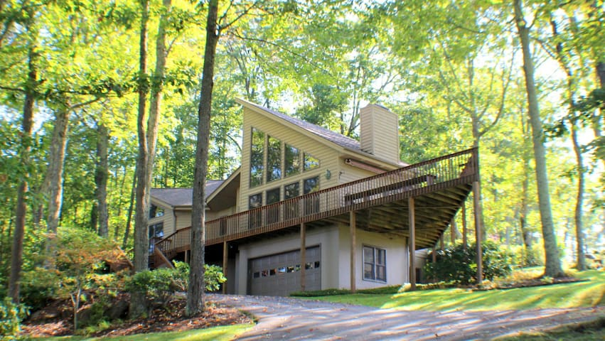 NEW to AirBnB! Golf Course Home just North of Asheville, NC in Mountain Air!!