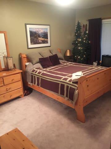 Private basement suite and Zen Patio - Calgary - Bed & Breakfast