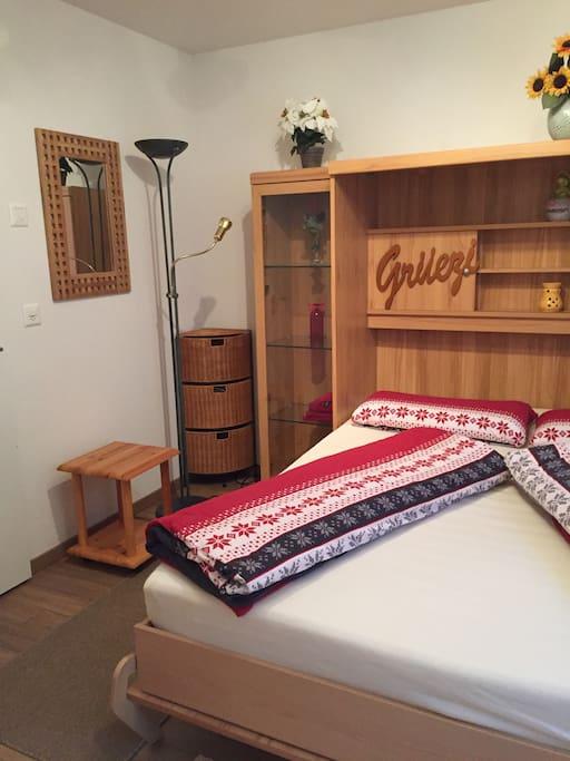 klein aber fein zimmer mit dusche und wc wohnungen zur miete in pfungen z rich schweiz. Black Bedroom Furniture Sets. Home Design Ideas