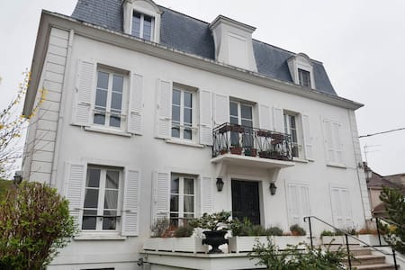 Appt Calme avec terrasse & pkg à 15' de la Défense - Montesson - Leilighet