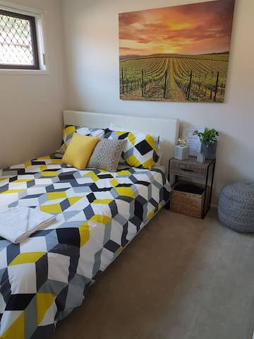 Modern Gold Coast Private Room, Excellent Location