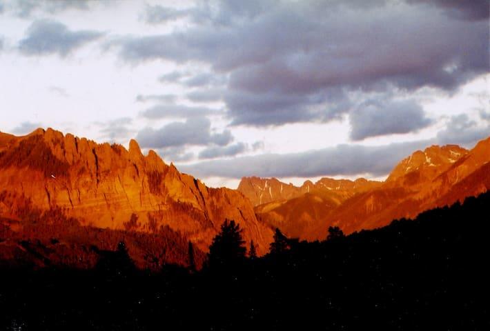 "High Mountain Retreats-Log Hut ""Luxury Camping"""