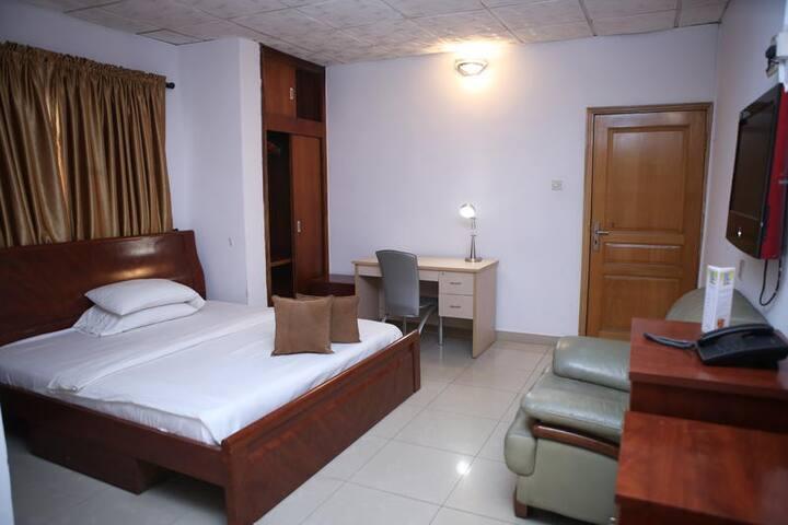 Habitat Suites International - Business Suite