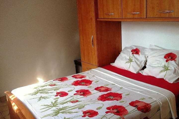 5/pers Near ORLEANS,quiet,spacious,garden,bicycle. - Saint-Denis-en-Val - Wohnung