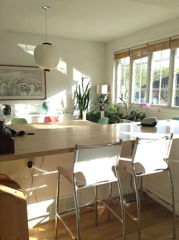 Chaleureuse maison à 15 minutes du centre de Mtl. - Montréal - Apartment