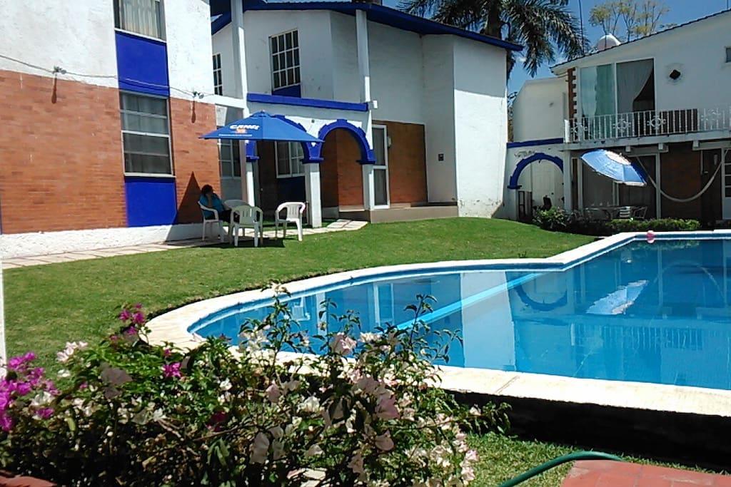 Area verde en Casa y Alberca,