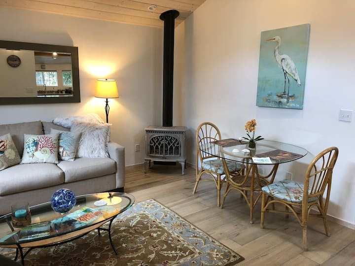 Guest Cottage- Central Santa Cruz -Private - NEW