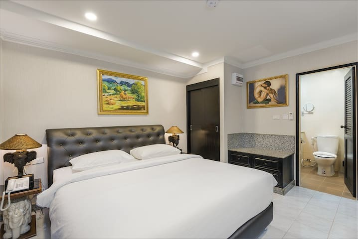 Standard King bed room near walking street