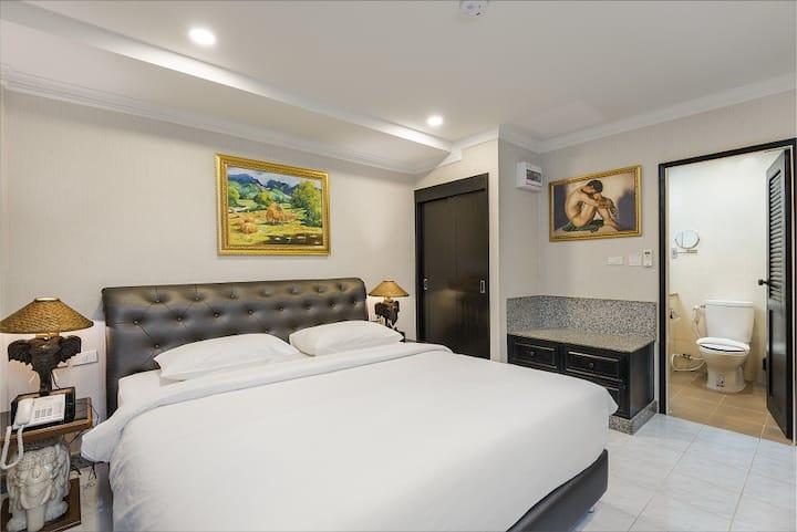 Standard King bed room near walking street