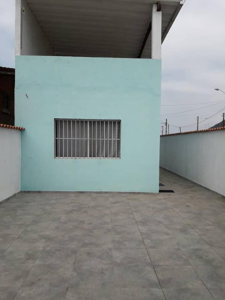 Casa em Mongaguá, capacidade 10 pessoas