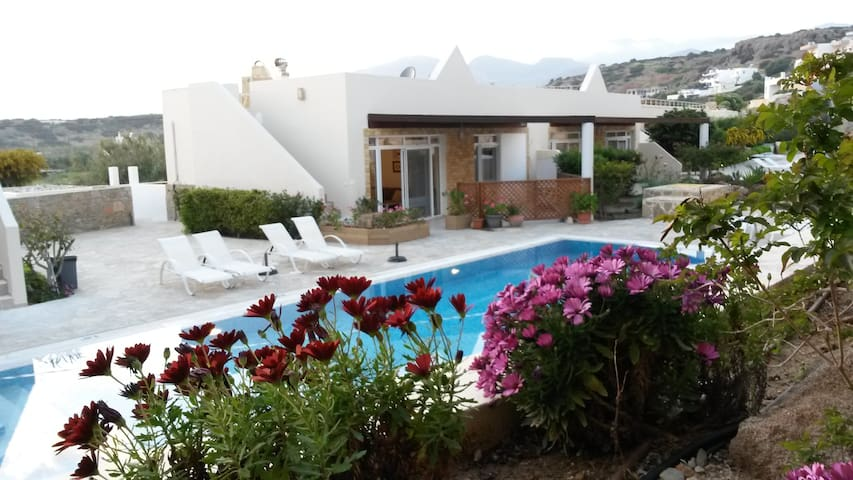 """Be Eleven"" Family friendly Villa in S-East Crete. - Makry Gialos - Bungalow"
