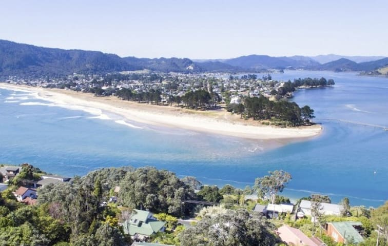 Paradise Ocean Views, Lower Apartment,  Tairua