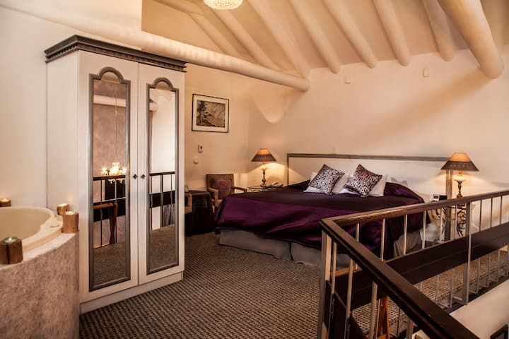 ROMANTIC LUXURY SUITES IN HISTORIC HOTEL IN CUSCO