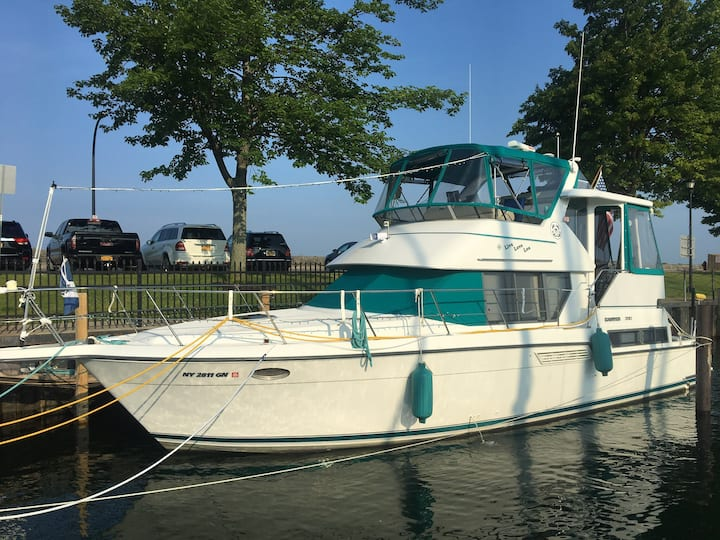 Memorable Yacht Vacation on Historic Erie Canal!