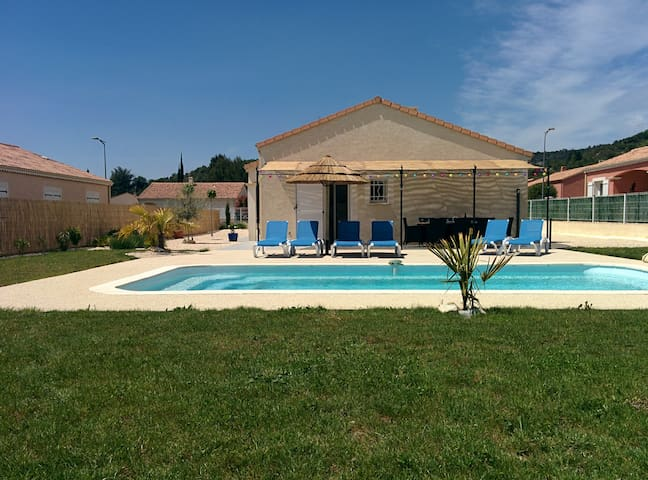 Holiday Home private pool close to village 6p!