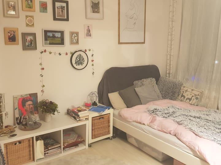Sehr zentrales, helles & gemütliches Zimmer