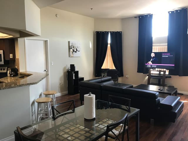 DualMaster condo near the Convention Ctr & LVstrip