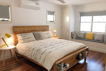 Self-contained Guest House with King size Bed