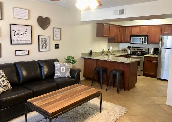 The Getaway-Freshly Updated End Unit Condo.